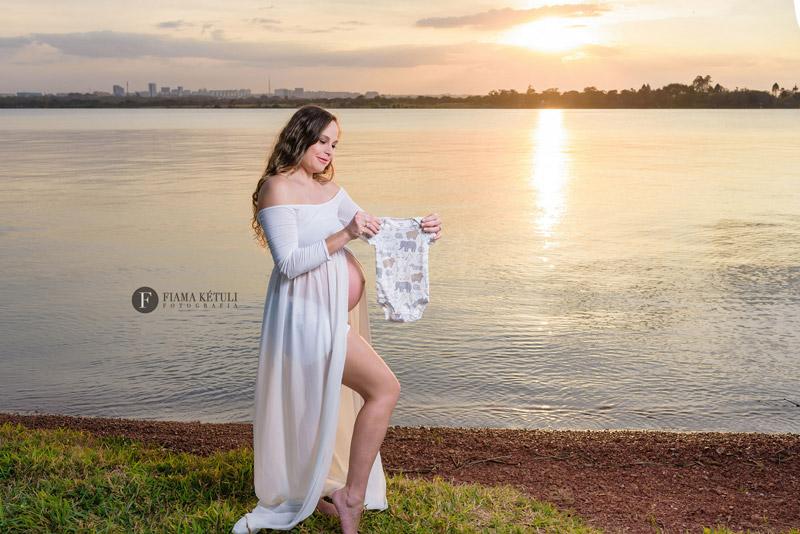 Ensaio de gestante com vestido longo em Brasília