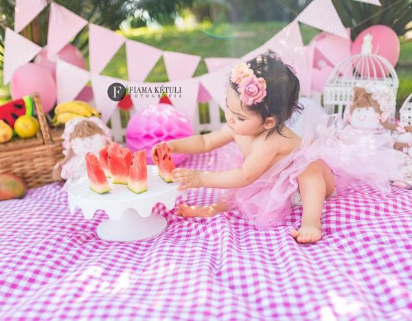 Fotos de bebê com melancia em ensaio profisisonal