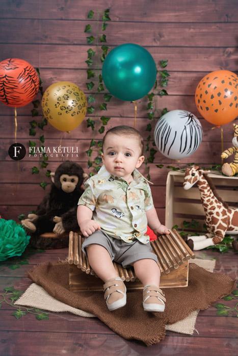 980b85276 Ensaio de 1 ano em estúdio pra bebê. Smash the cake em estúdio com tema  Safari