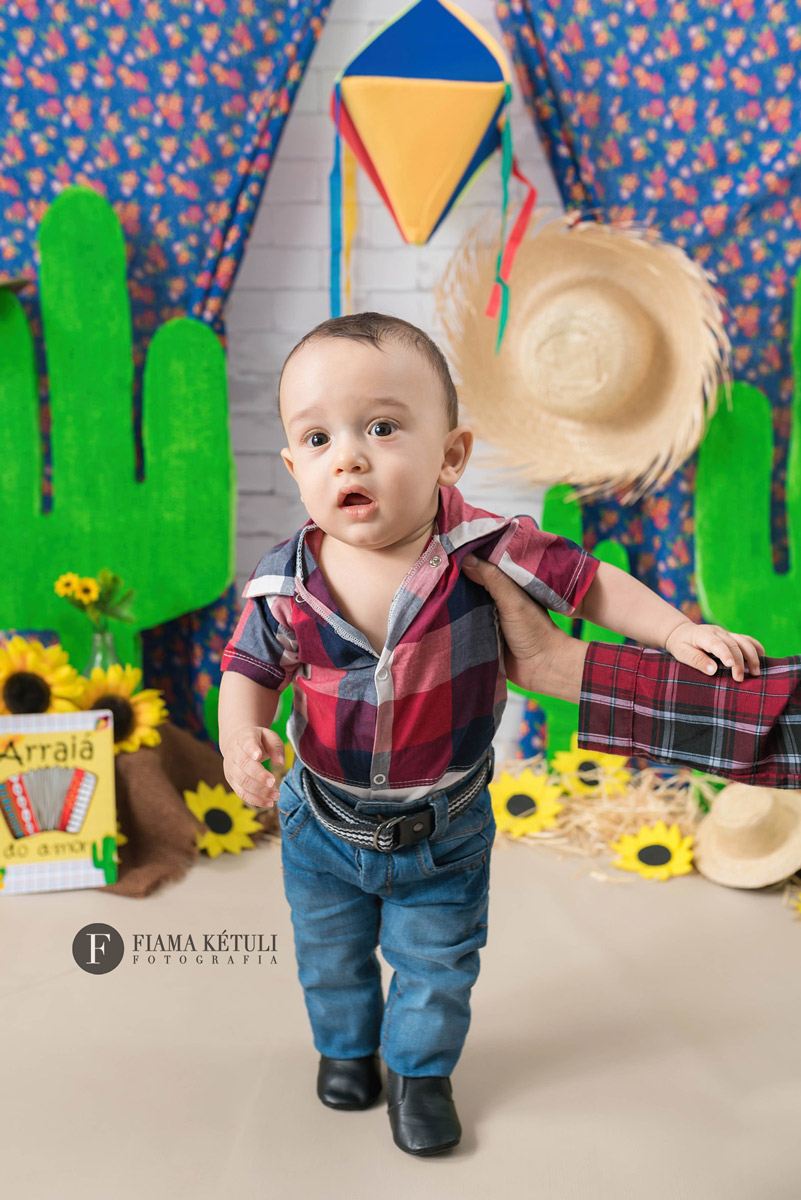 Bebê de 7 meses em ensaio junino