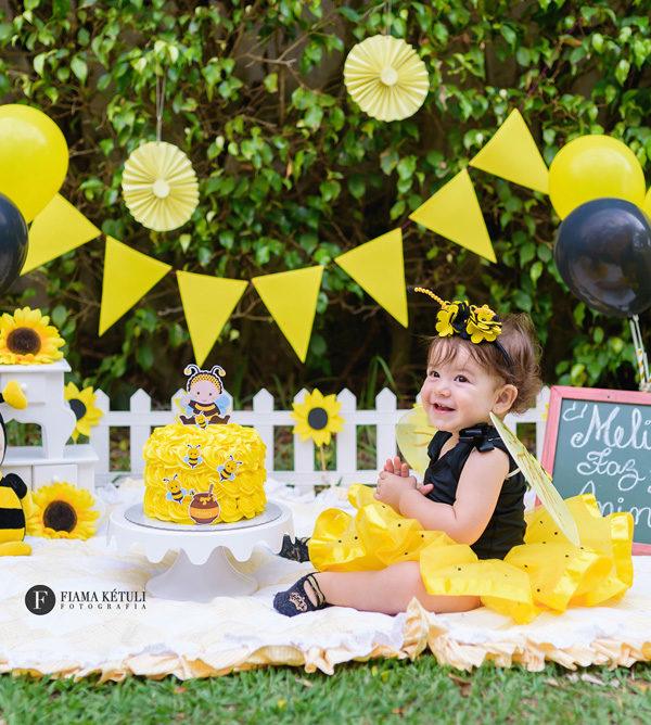 Smash the cake com tema abelhinha - Smash para menina nas cores preto e amarelo