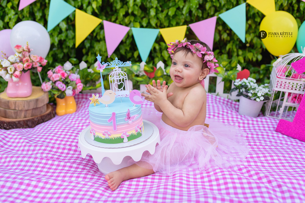 Fotógrafa para fotos de bebê com bolo em Brasília