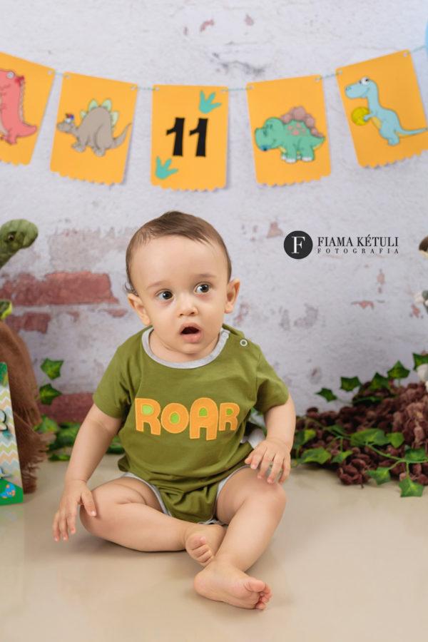Acompanhamento de bebê em estúdio tema Dinossauro