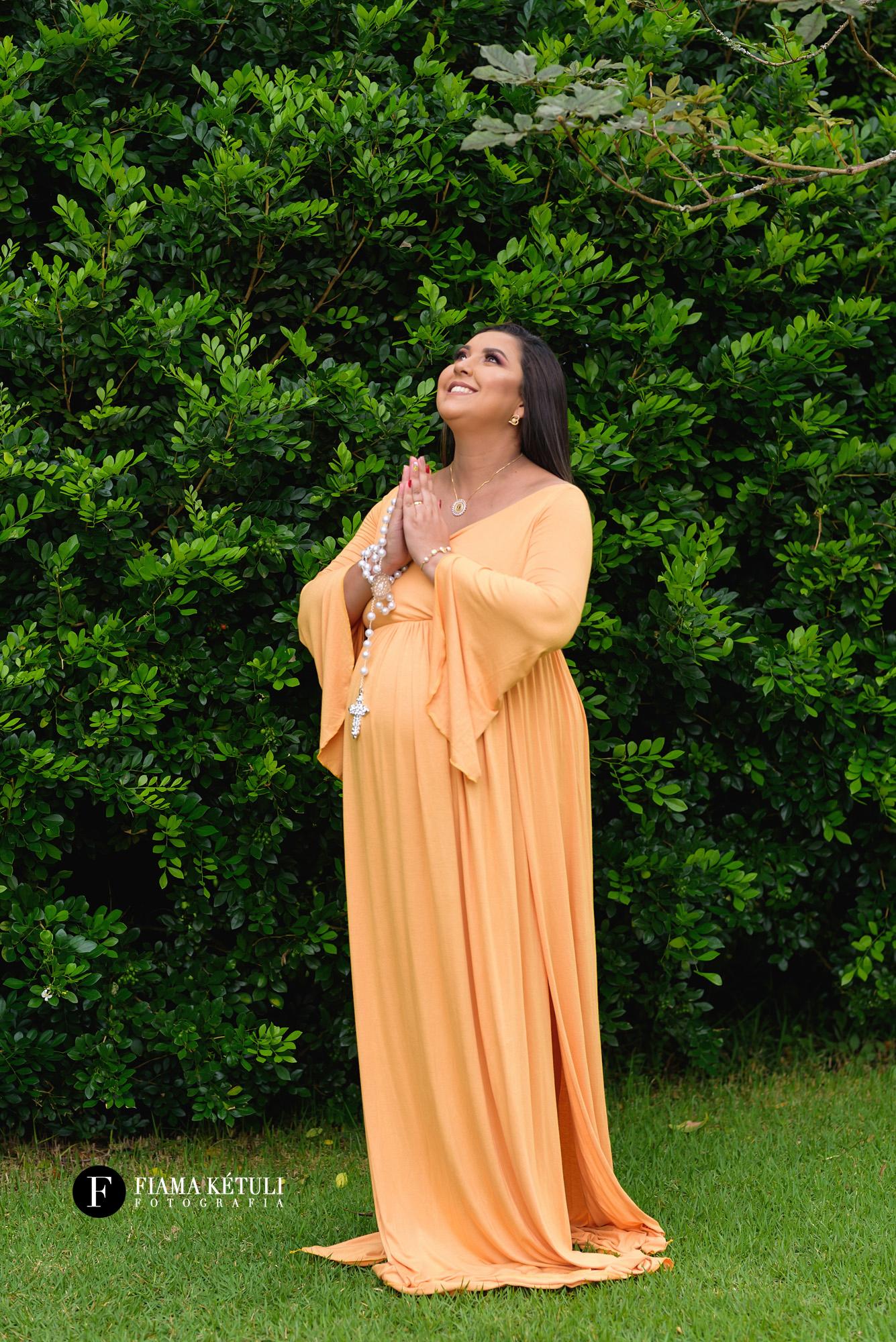 Fotógrafa em Brasília para fotos de grávida com roupas para aluguel