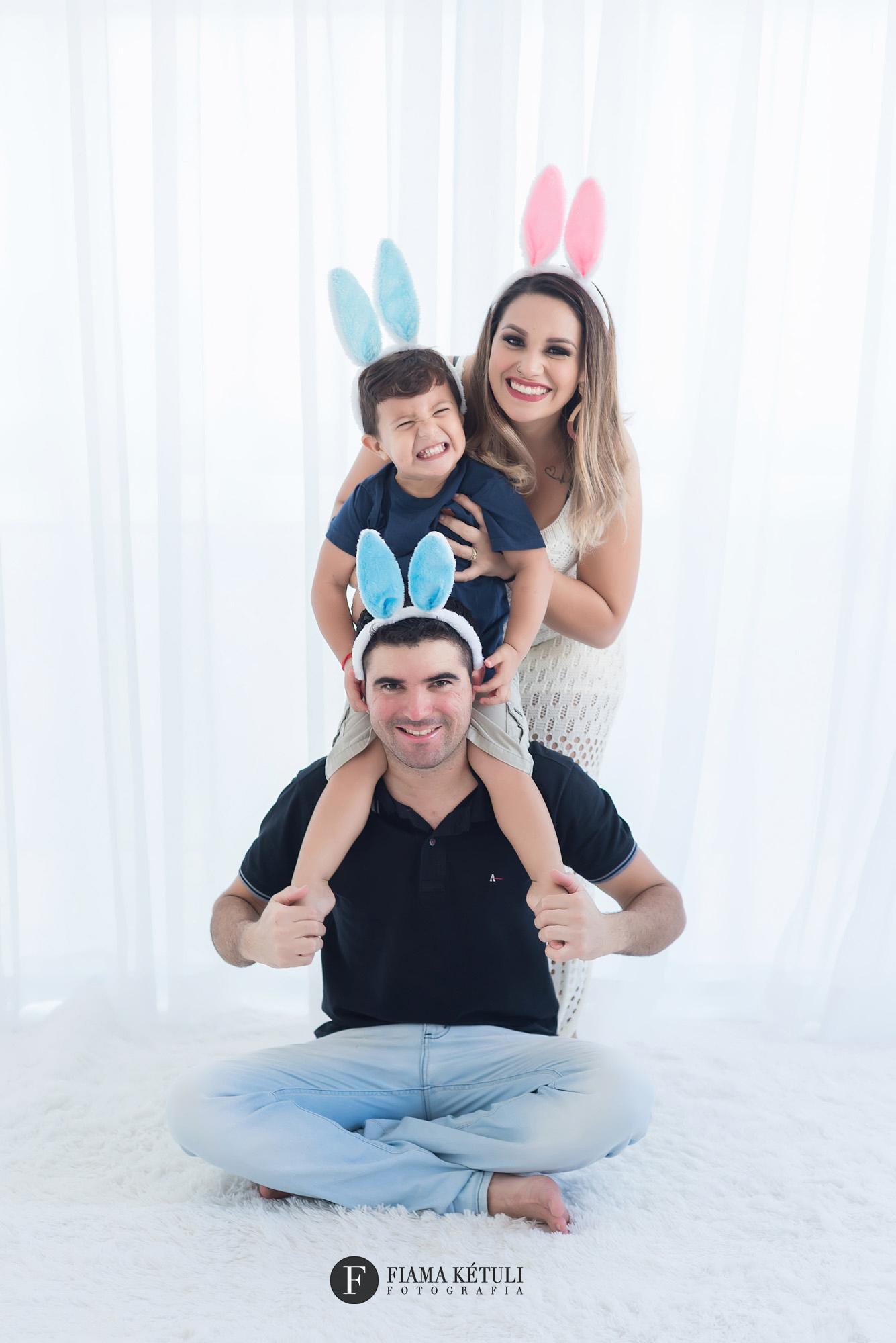 Ensaio de família com tema páscoa em Brasília