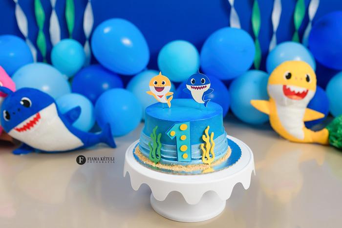 Bolo para Smash the Cake Baby Shark para menino Brasília