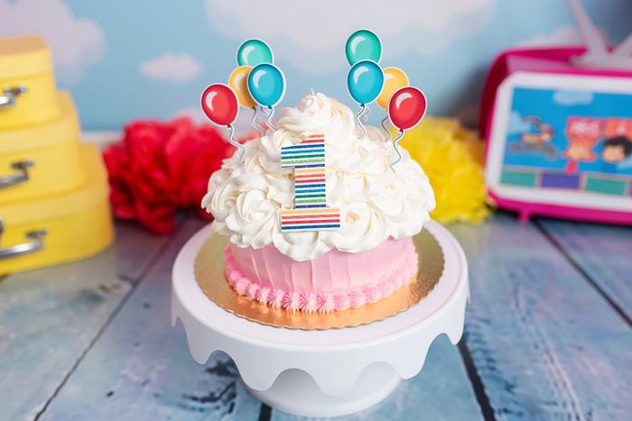 Bolo para Smash the cake 3 palavrinhas menina Brasília