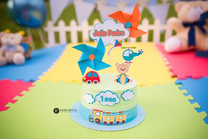 Bolo para Smash the cake tema brinquedos Brasília.jpg