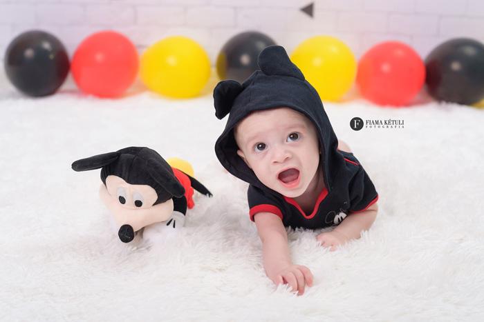 Ensaio de bebê em Brasília tema Mickey