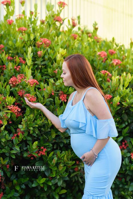 Fotografa de gestante com figurino completo para grávidas